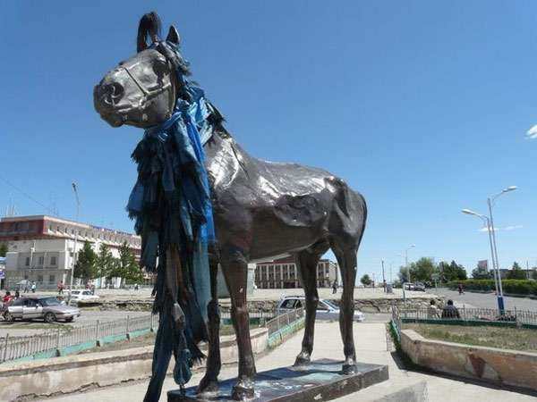 Памятник жеребцу Арвайхээру, фото фотография картинка