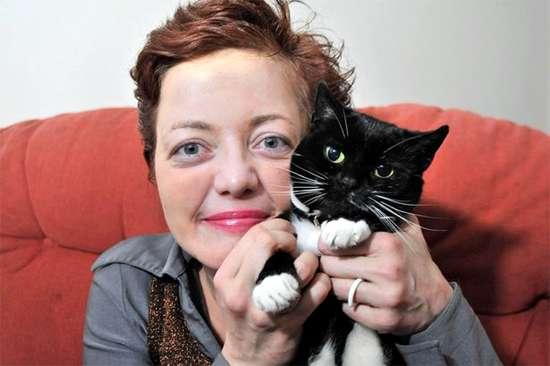 Сенка Бесиревич и ее кошка Бренди, фото кошки фотография