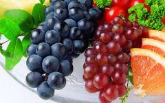 Черный и розовый виноград