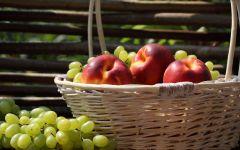 Нектарин и виноград обои