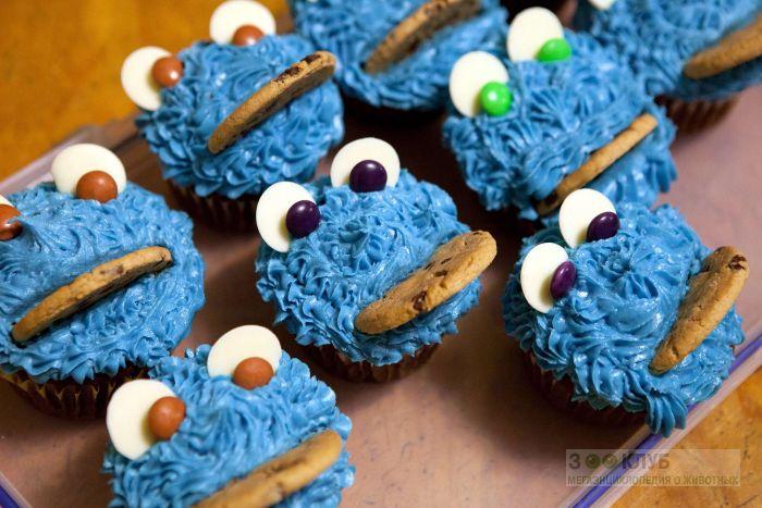 Забавные синие монстрики - пирожные, прикольное фото смешная картинка